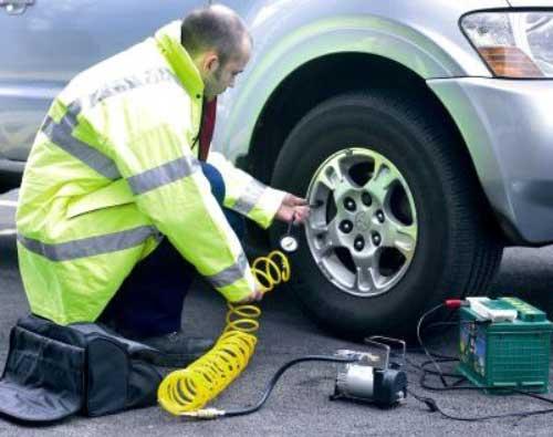 Compressore elettrico per gonfiaggio pneumatici sfere e materassi moto Grand Pitstop per auto