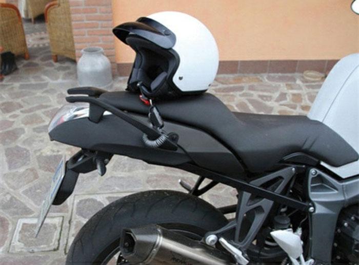 Antifurto per casco da moto o scooter